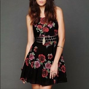 Free People-Daisy Waist Black Lace & Roses Dress